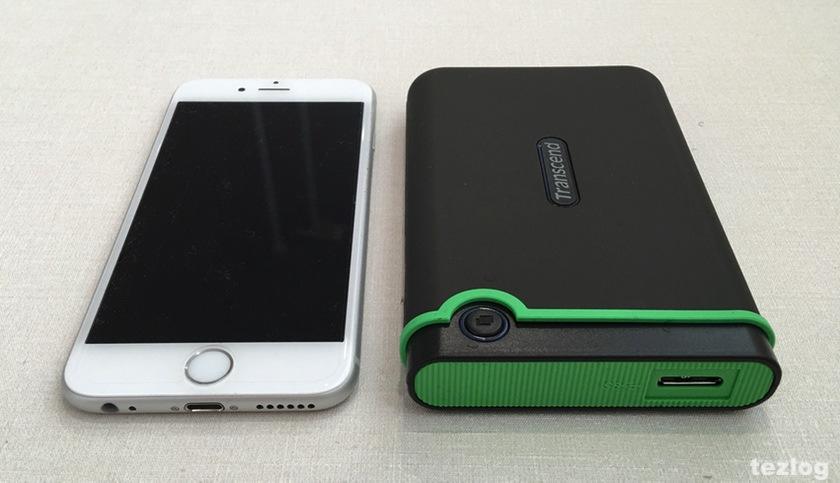 Transcend ポータブルHDD StoreJet 25M3 1TBとiphone6 サイズ比較