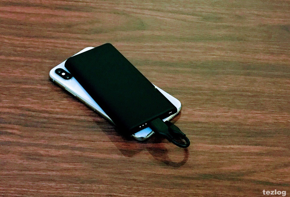 Anker PowerCore Slim 5000でiPhoneXを充電