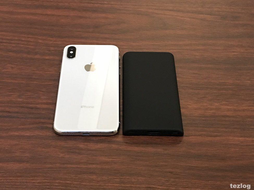 Anker PowerCore Slim 5000とiPhoneXのサイズ比較
