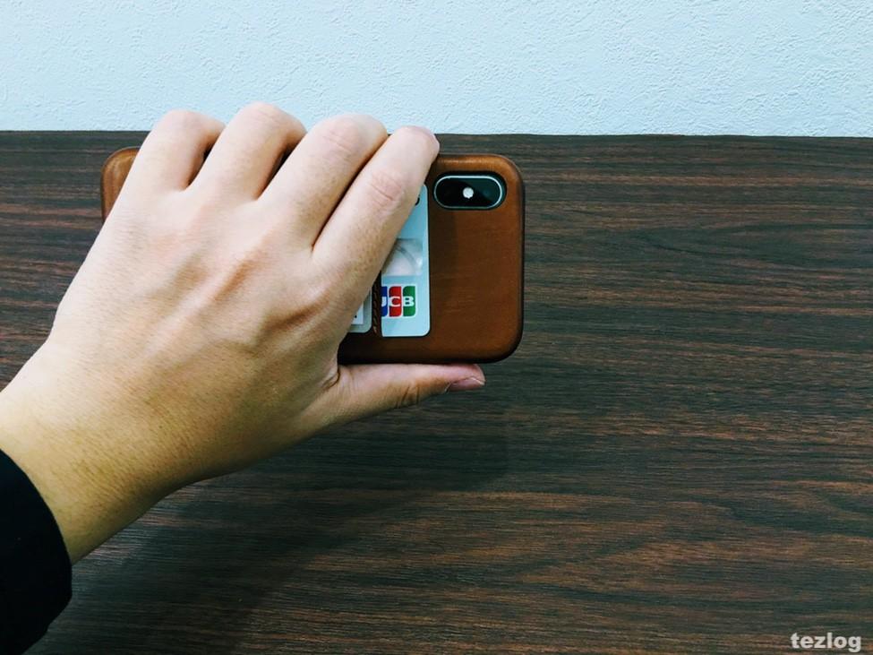 カードが2枚入る本革iPhone Xケース Twelve South Relaxed Leather for iPhoneX をiPhone Xに装着