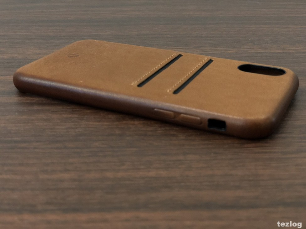 Twelve South Relaxed Leather for iPhoneX 音量ボタン側から。
