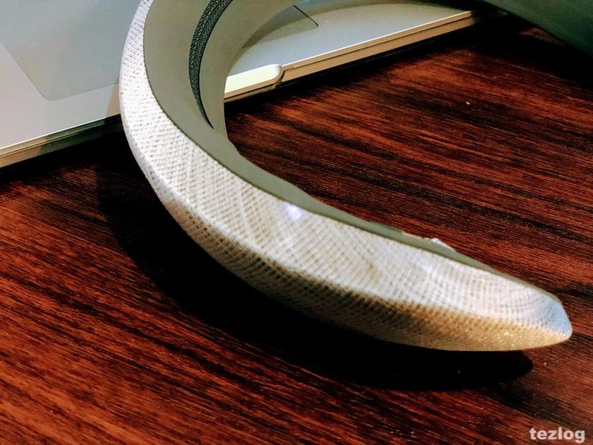 Bose ウェアラブルスピーカー SoundWear Companion 電源オンのLED点灯