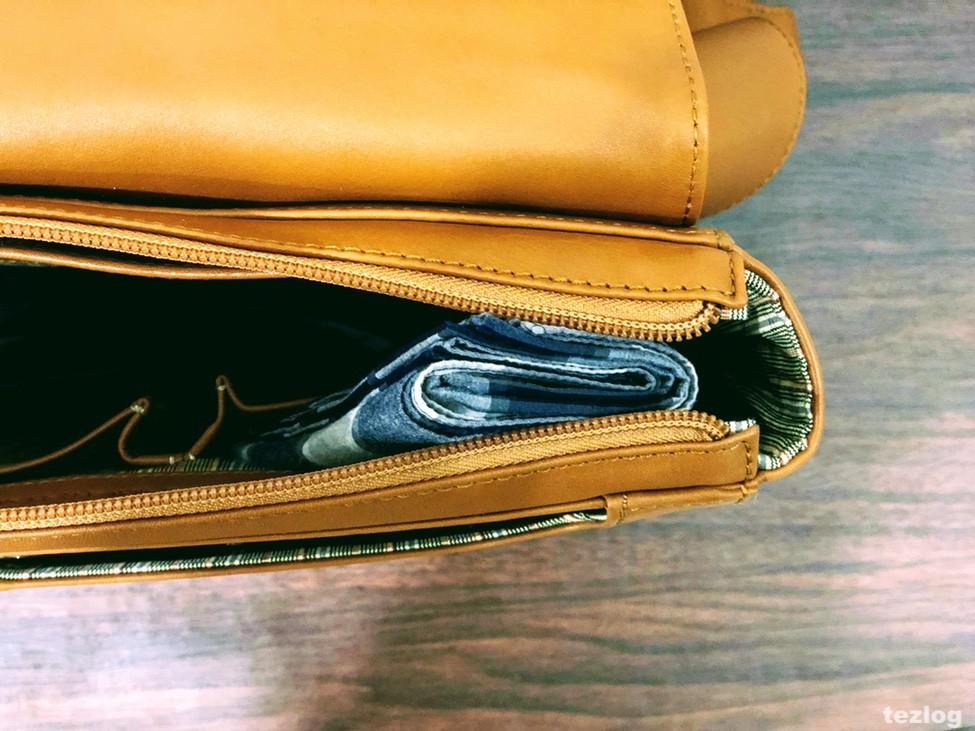MOTHERHOUSE Zadan Messenger バッグ 中のハンカチが入るポケットのアップ1