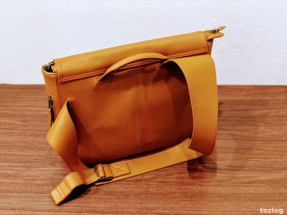 MOTHERHOUSE Zadan Messengerバッグを斜め後ろから見た画像