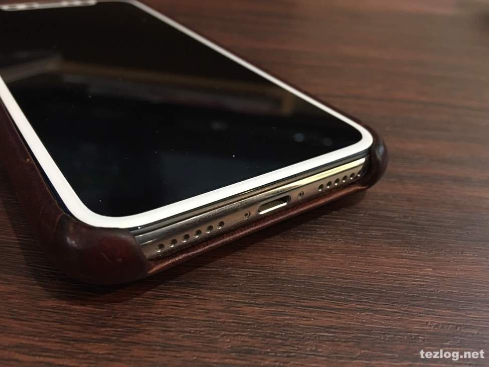Twelve South Relaxed Leather for iPhoneX 液晶面のアップ 縁の高さ