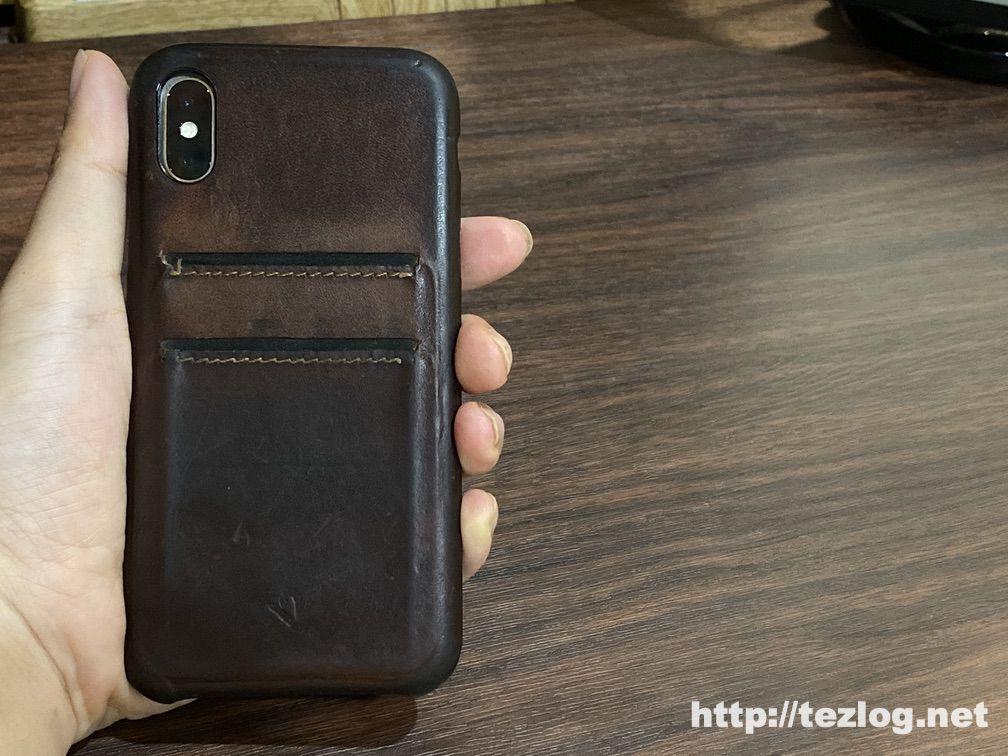 1年5ヶ月ほど使用して経年変化したTwelve South Relaxed Leather for iPhoneX