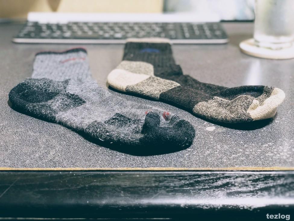新品のダーンタフの靴下と半年以上履いたダーンタフの靴下の比較
