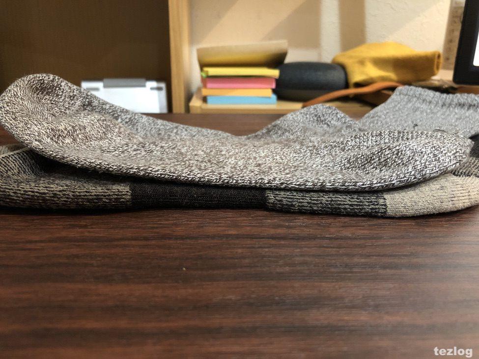 ダーンタフの靴下と普通の靴下の生地の厚さの比較