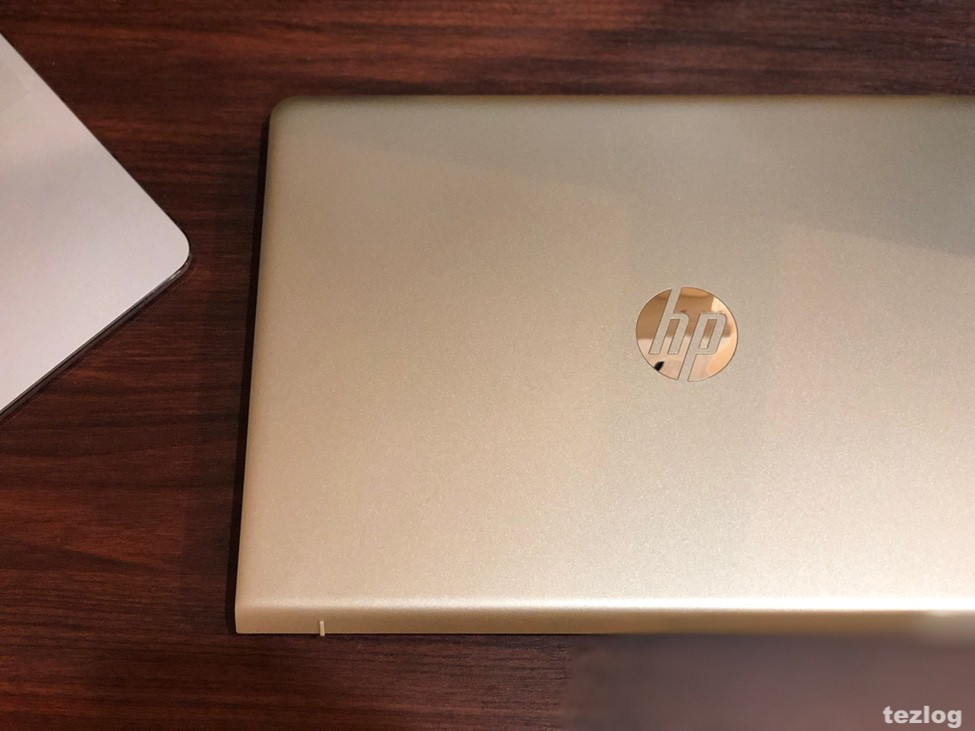 HP ノートPC Pavilion 15 3EJ36PA-AAAA とMacbook Pro