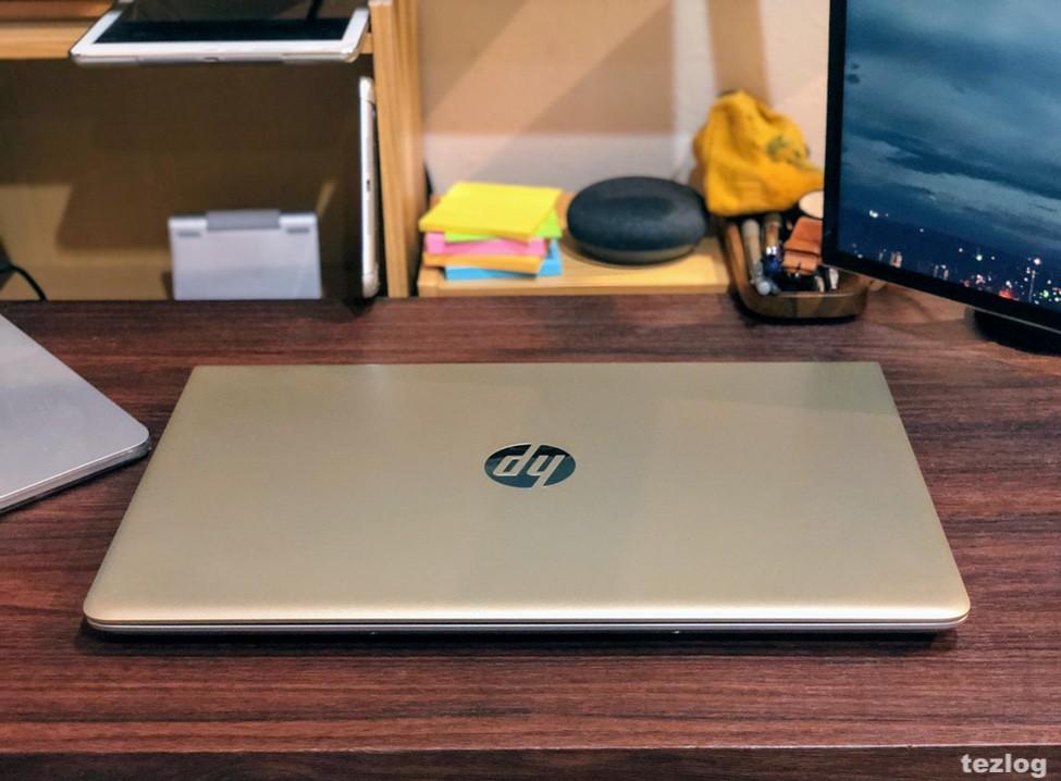 HP ノートPC Pavilion 15 3EJ36PA-AAAA 机の上に閉じて置いたところ