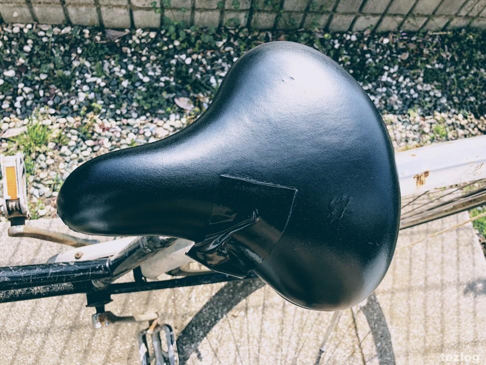 自転車のサドル 雨対策サドルカバー めくりなはれ 取付前