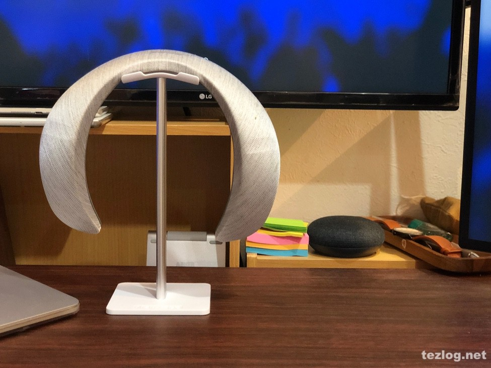Bose Soundwear Companion Speaker をヘッドフォンスタンドにかける