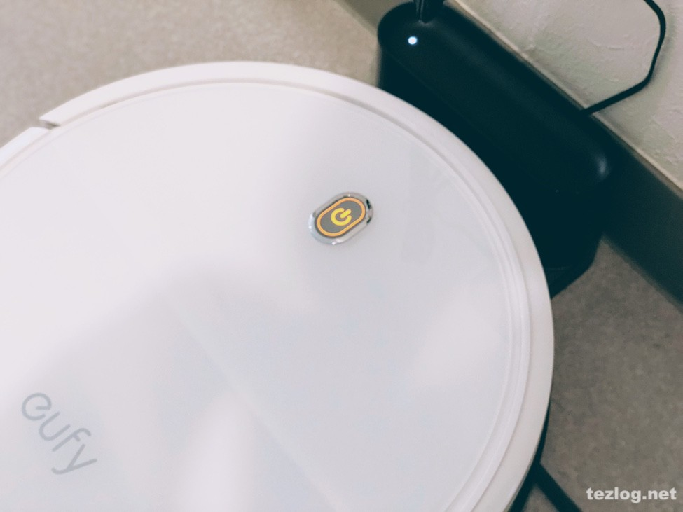 Eufy ロボット掃除機 RovoVac 11S 充電中