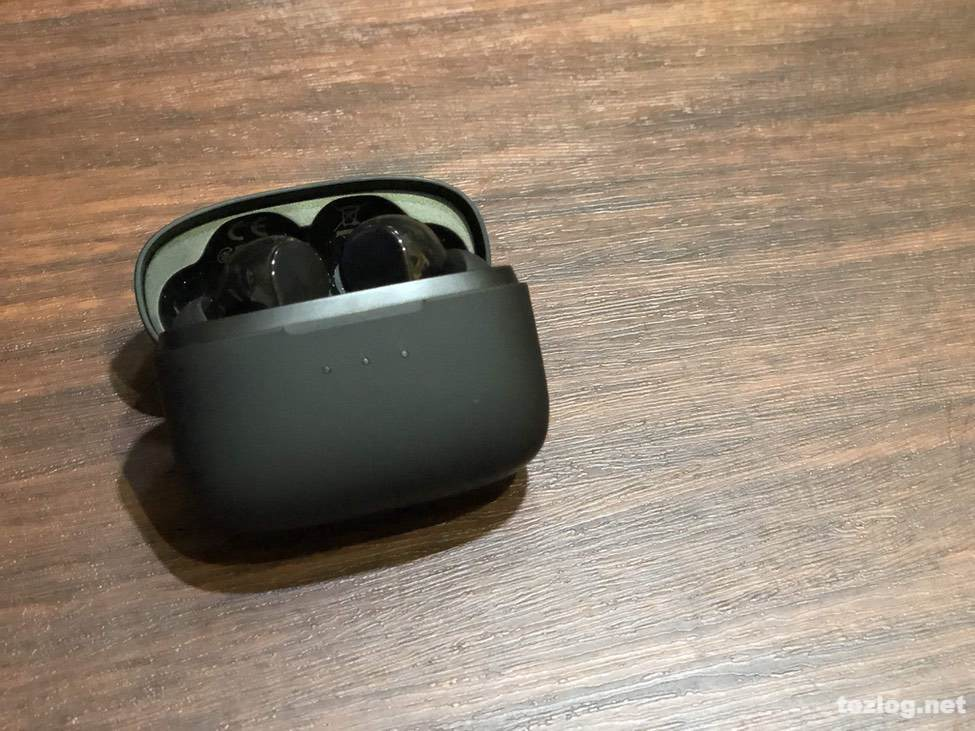 ANKER soundcore Liberty Air 完全ワイヤレスイヤフォン 充電ケースに収納