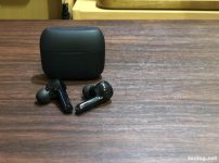 ANKER soundcore Liberty Air 完全ワイヤレスイヤフォン 充電ケースとイヤフォン本体