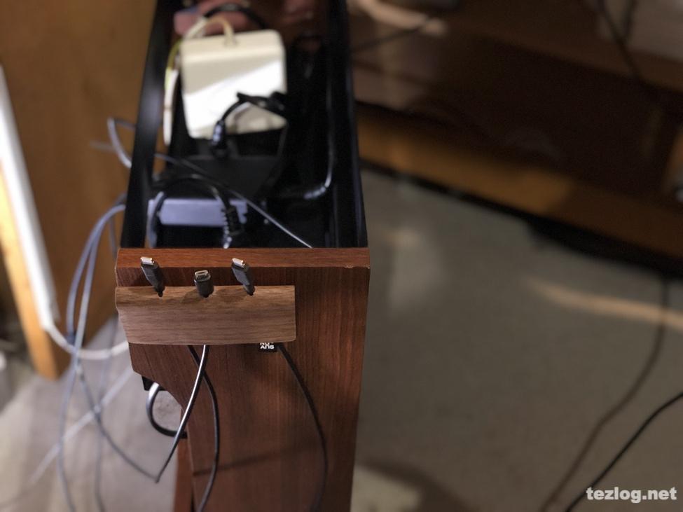 サンワダイレクトケーブルボックスにNuAns FOLDKEEPER マルチケーブルホルダーを貼った