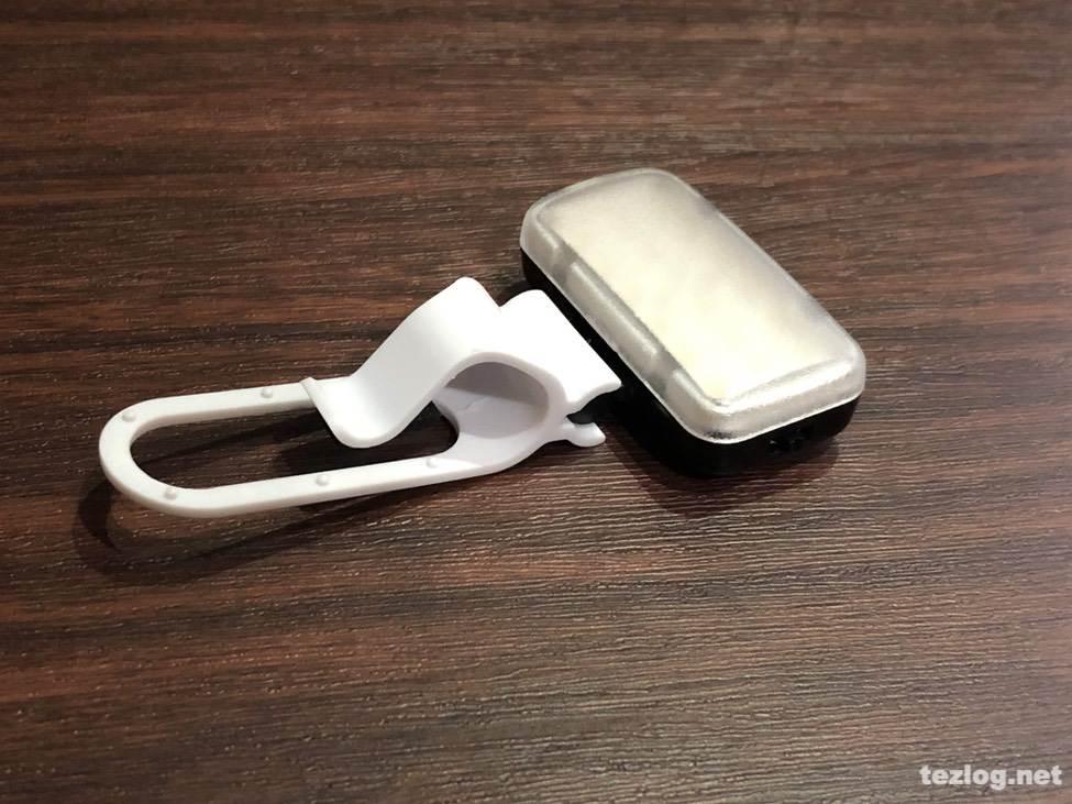 サンワダイレクト スマホ用LEDライト 200-DG013 付属のクリップを取り付け