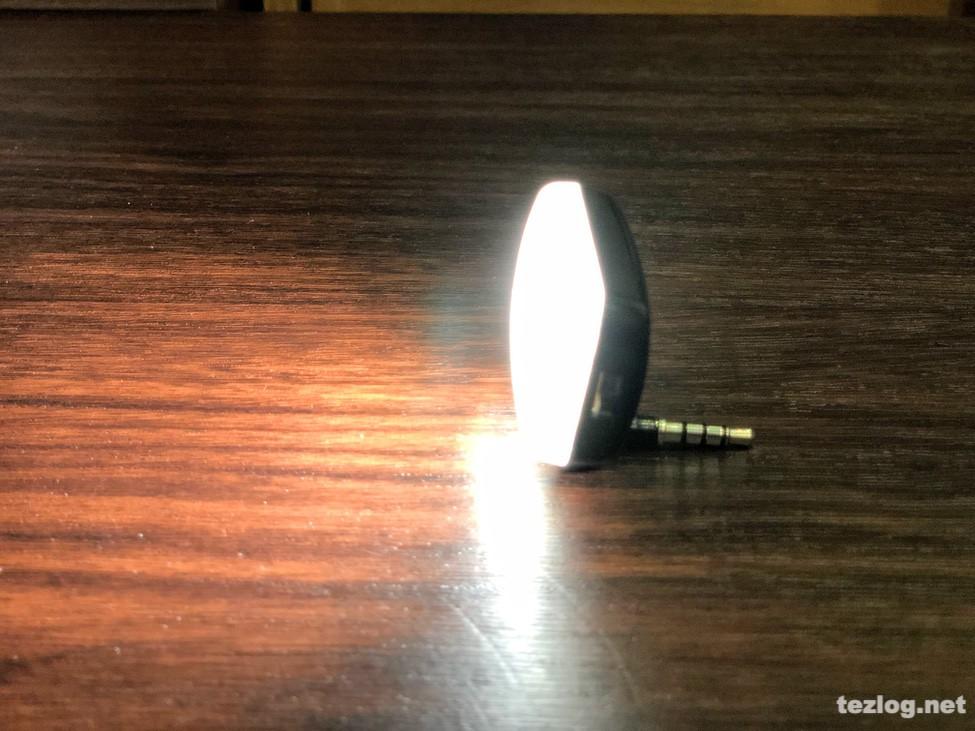 サンワダイレクト スマホ用LEDライト 200-DG013 イヤフォンジャック用3.5mmミニプラグなら角度に自由が利く