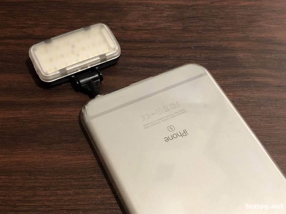 サンワダイレクト スマホ用LEDライト 200-DG013 イヤフォンジャック用3.5mmミニプラグでiPhone 6Sプラスに取付