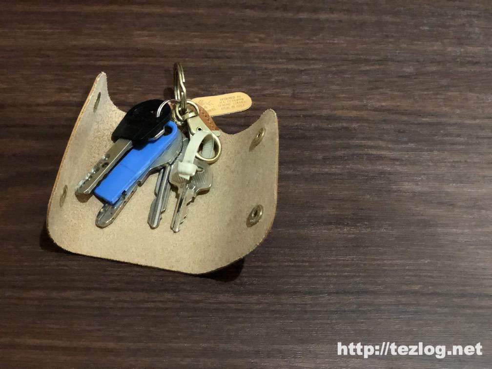 イルビゾンテ レザーキーケースに鍵を付ける