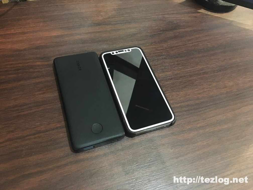 Anker PowerCore Slim 10000 PDとiPhone Xのサイズ比較