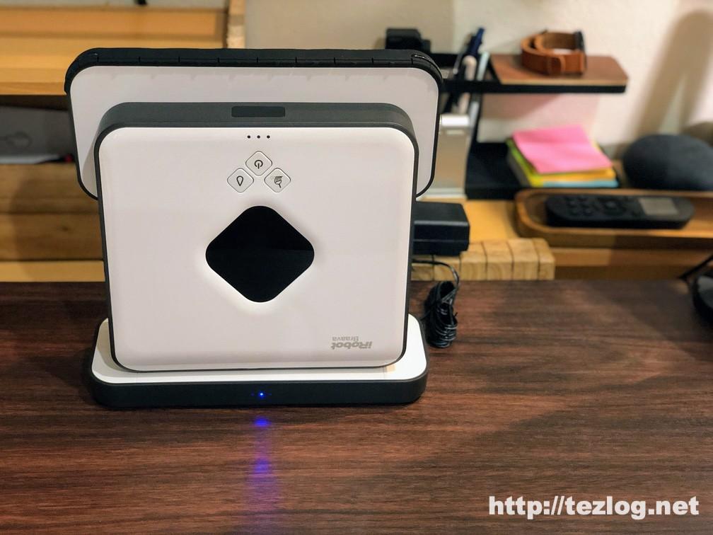 床拭きロボット ブラーバ380j 急速充電スタンドで充電中