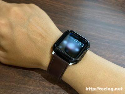 TopAce Apple Watch ケースを取り付けたApple Watch