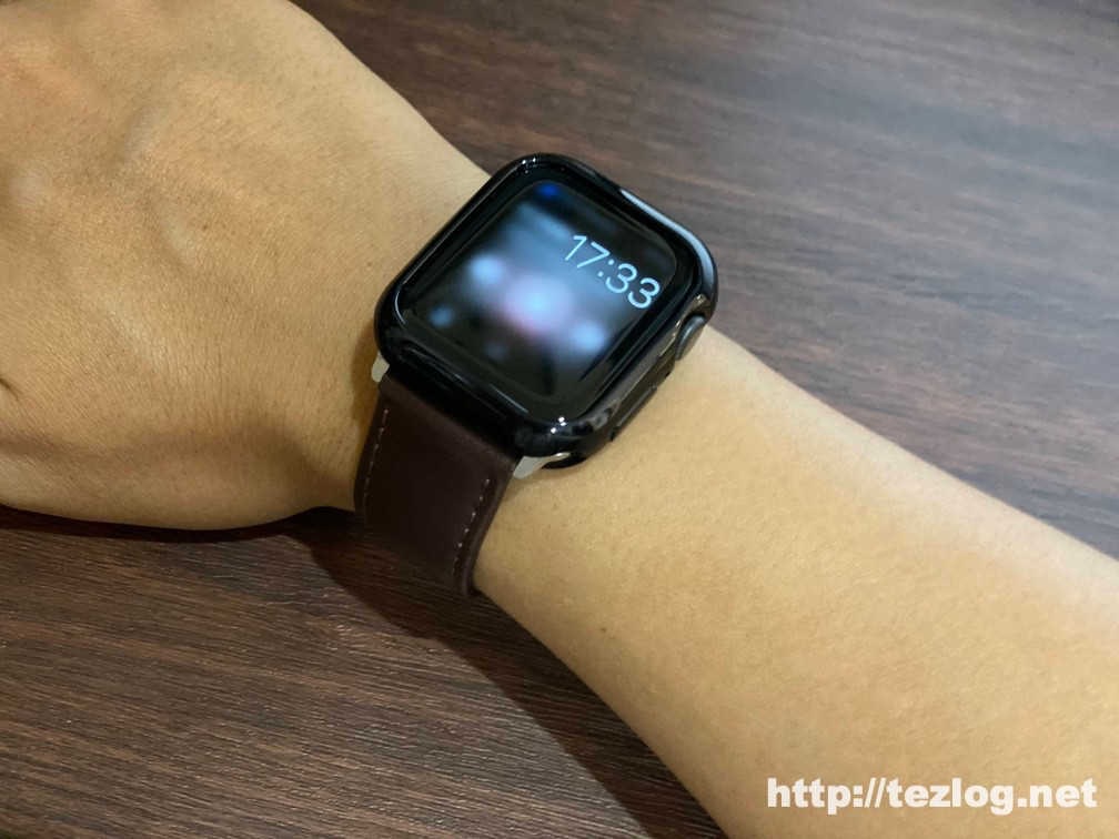 TopAce Apple Watch ケースを取り付けたApple Watch