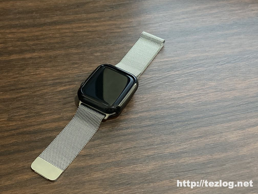 TopAce Apple Watch ケースを取り付けたApple Watch ミラネーゼループ