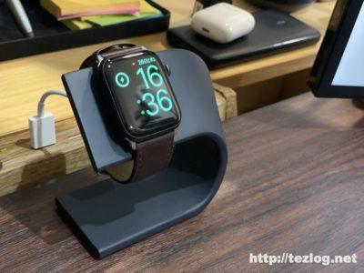 WUUDI Apple Watch 充電スタンドでApple Watchを充電