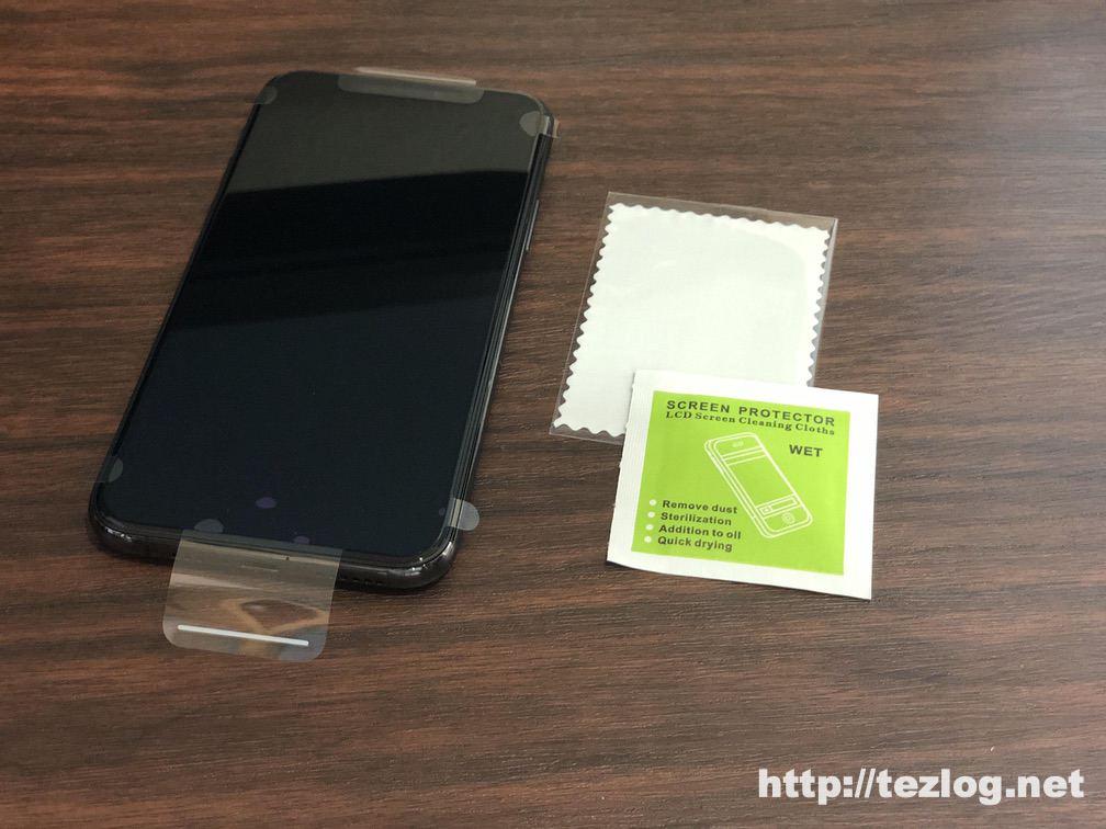 iPhone 11 Pro に液晶フィルムを貼り付ける
