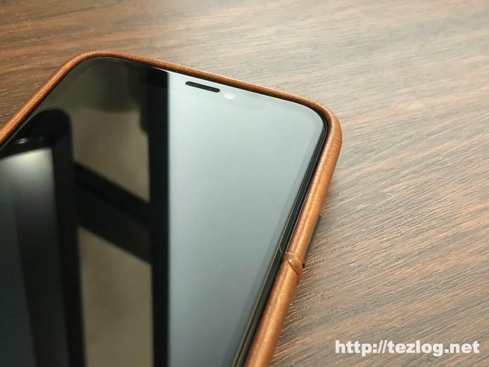 iPhone 11 ProにTENDLIN iPhone 11 Pro 用のカード入れ付きレザー調ケースを装着