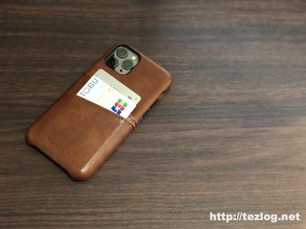 TENDLIN iPhone 11 Pro 用のカード入れ付きレザー調ケース 使用風景