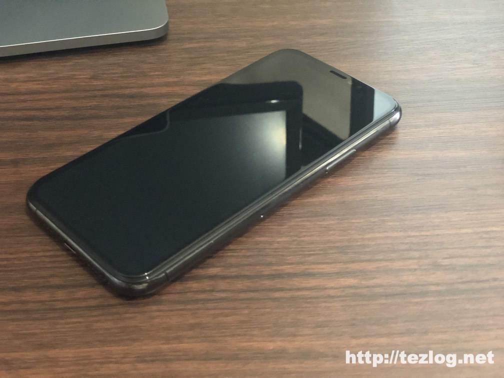 iPhone 11 Pro 用ガラスフィルム Nimaso ガイド枠付き全面保護フィルムを貼り付け