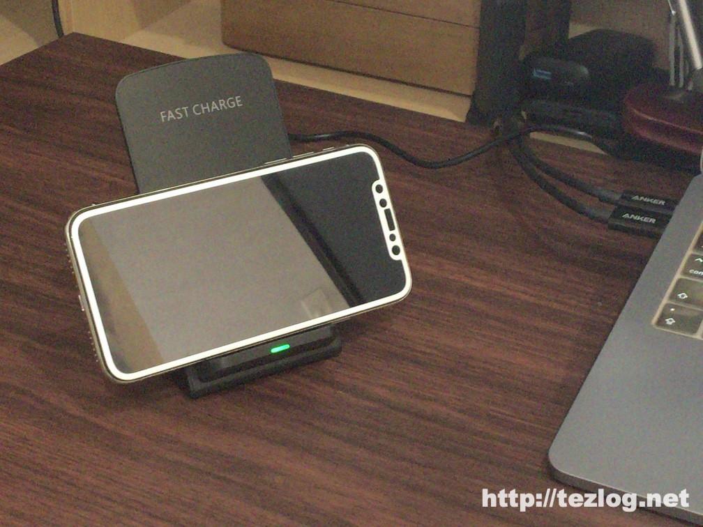 Soneo 急速ワイヤレス充電セット QC3.0アダプター付き Qi認証済み PA135A でiPhone Xを横向きで充電