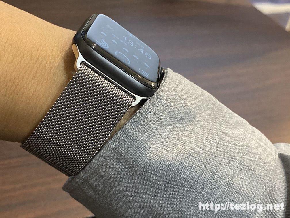 Apple Watch Series5 スペースグレイ ミラネーゼループ シルバー 着用画像