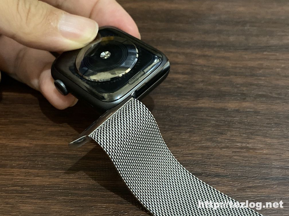 Apple Watch バンドの取り付け方