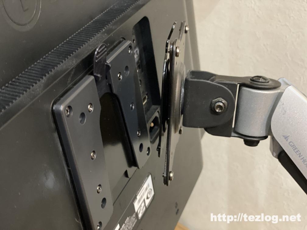 エルゴトロン クイックリリースLCDブラケットでモニターアームとディスプレイを接続