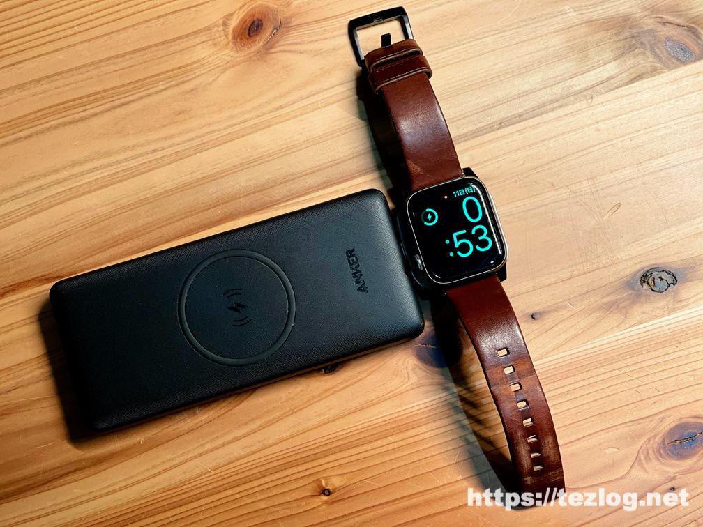 Anker PowerCore Ⅲ 10000 Wirelessに取り付けたSatechi USB-C Apple Watch 充電ドックでApple Watchを充電