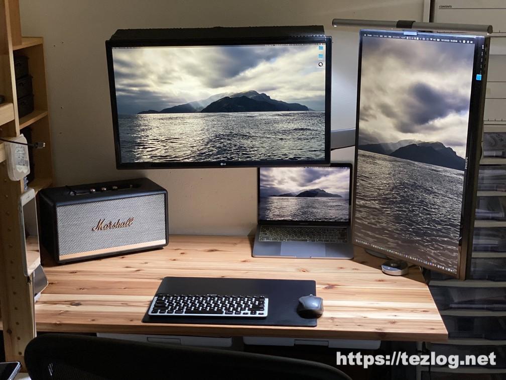 BenQ ScreenBar Plus 使用風景 白色の光に調光