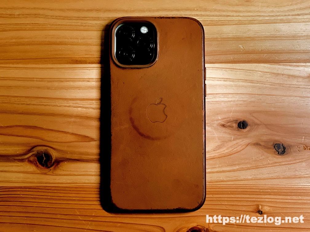 Apple純正レザーケース iPhone 12 Pro Max用 サドルブラウン 11ヶ月使用してのエイジング。MagSafeの丸い跡付き。