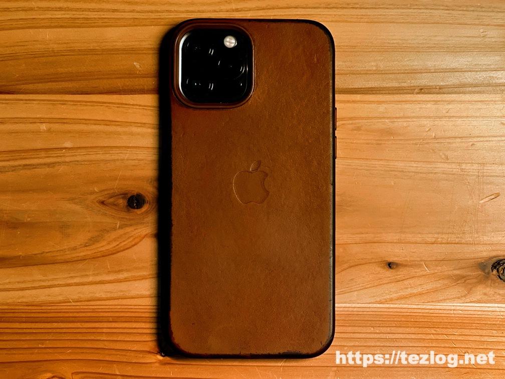 Apple純正レザーケース iPhone 12 Pro Max用 サドルブラウン 11ヶ月使用してのエイジング。ケアをしたらMagSafeの痕も目立たなくなった。