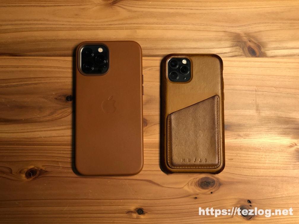 Apple 純正レザーケースを付けたiPhone 12 Pro Max とMujjo レザーケースを付けたiPhone 11 Pro