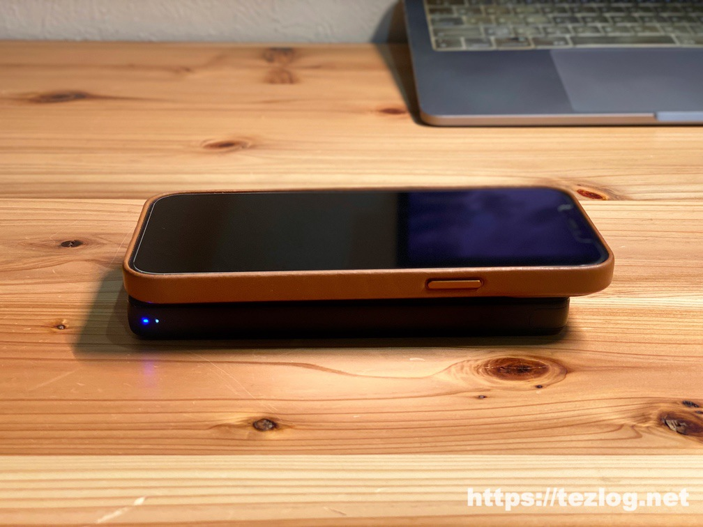 Anker PowerCore III 10000 WirelessでiPhone 12 Pro Maxを重ねて無線充電