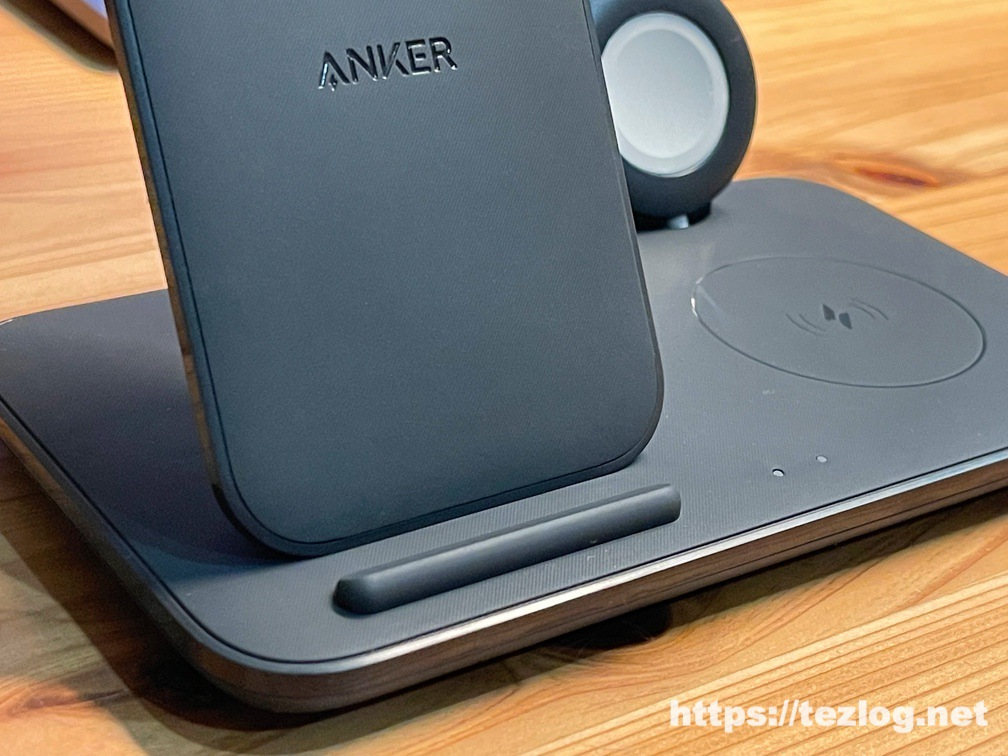 Anker PowerWave+ 3-in-1 stand with Watch Holder ワイヤレス充電器 Apple Watchホルダー付 素材感