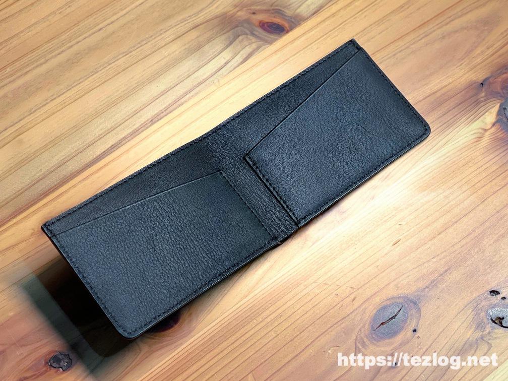 キャッシュレス時代の薄くて小さな革財布 TAVARAT Receca 開いたところ