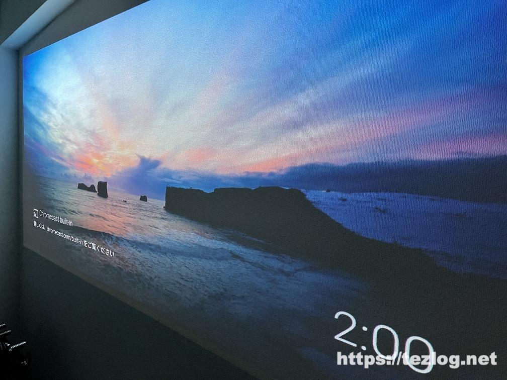 XGIMI 4Kホームプロジェクター HORIZON Pro 暗くした部屋で投影した壁をアップで。