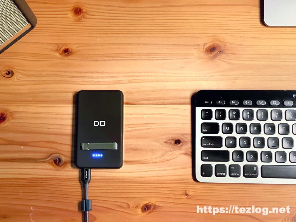 CIO MagSafe対応モバイルバッテリー CIO-MB5000-MAG-BK 充電中