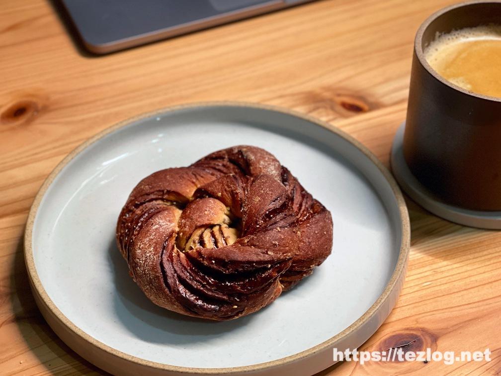 BASE BREAD ベースブレッド チョコレート お皿に。