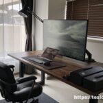 ホームオフィス デスク環境 ウォールナット無垢デスク、42.5インチ液晶モニター、MacBook Airなどなど。